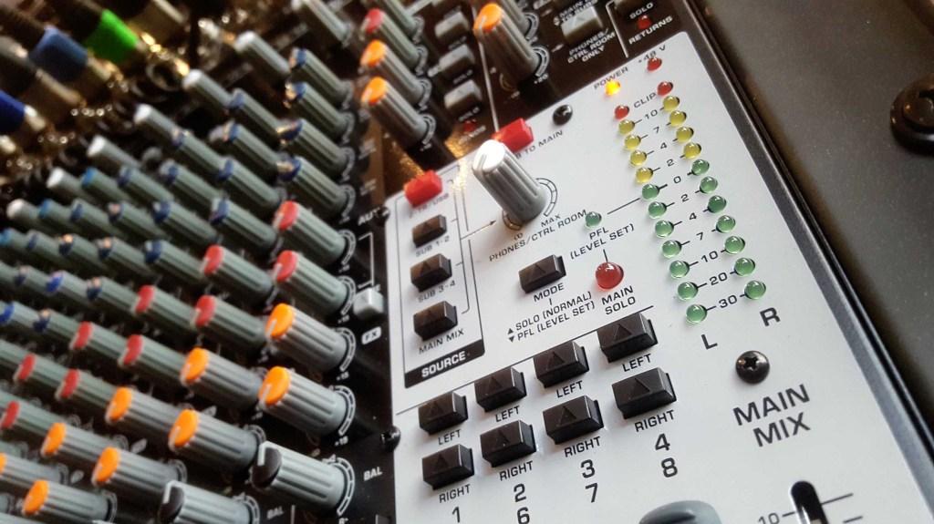 mixer_audio_behringer
